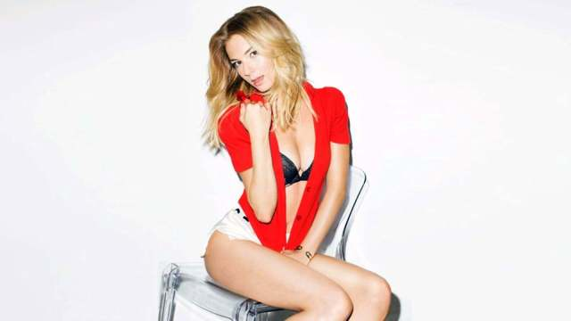 Emily VanCamp awesome'