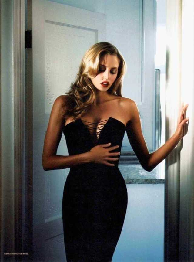Estella Warren sexy black dress pics