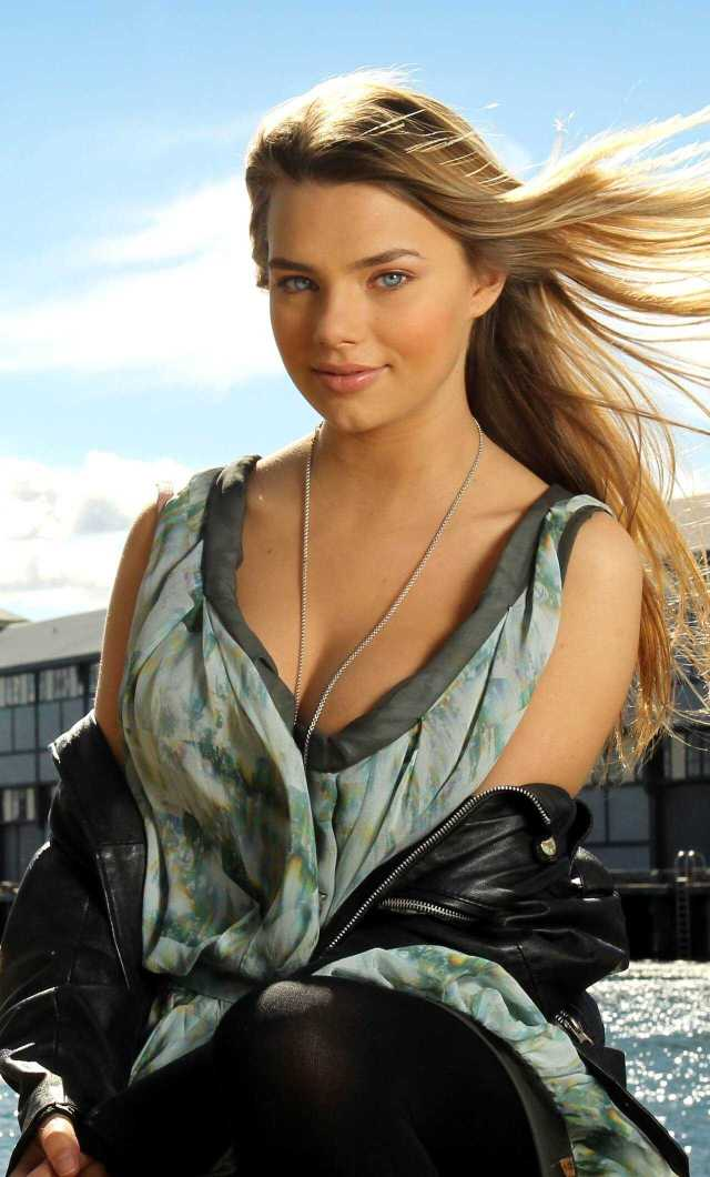 Indiana Evans hot pictures