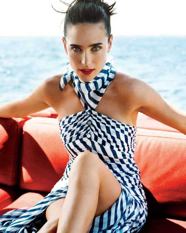 Jennifer Connelly sexy look pics