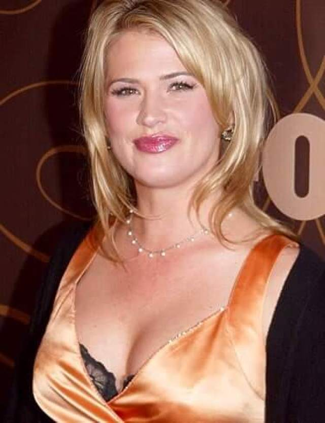 Kristy Swanson boobs cleavage