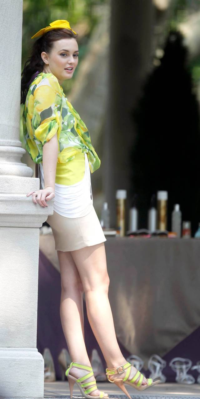 Leighton-Meester-hot-leg-pic