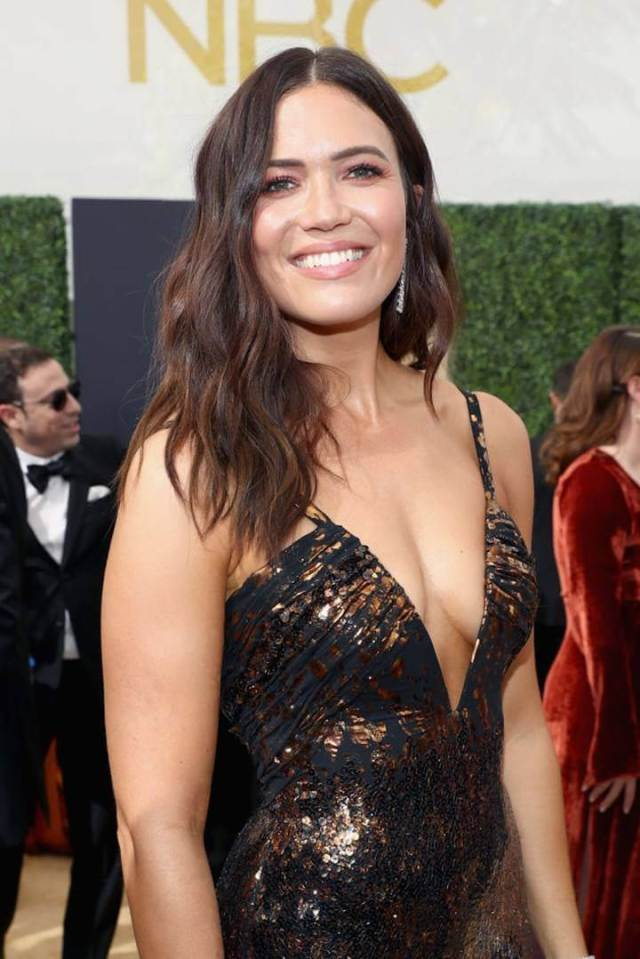 Mandy Moore sexy busty (2)