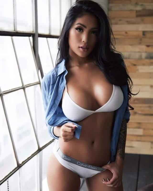 Marie Madore sexy busty pic