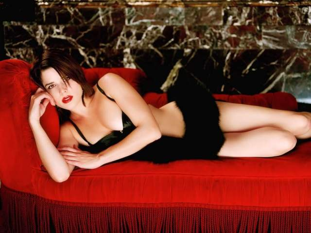 Neve Campbell hot picture