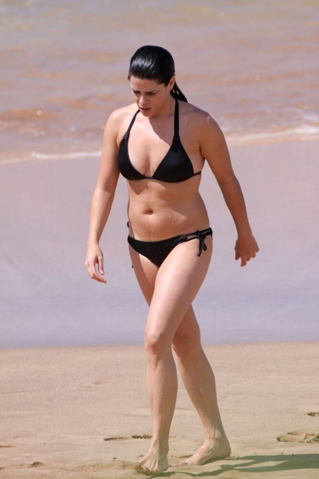 Neve Campbell sexy picture (2)