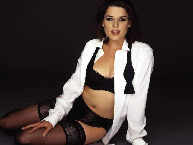 Neve Campbell sexy picture