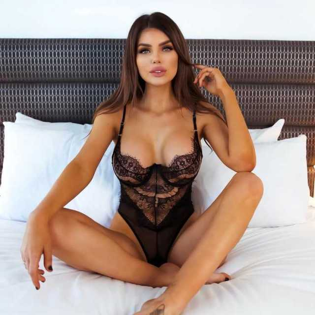 Nicole Thorne tits pictures