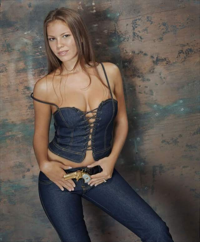 Nikki Cox awesome pics (3)