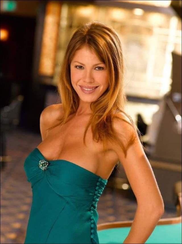 Nikki Cox awesome pics
