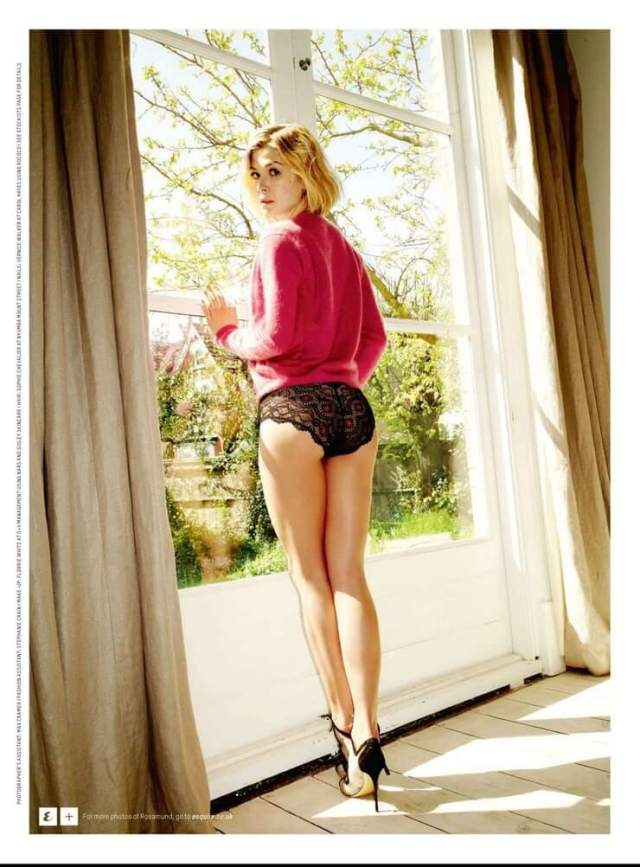 Rosamund Pike sexy ass (2)