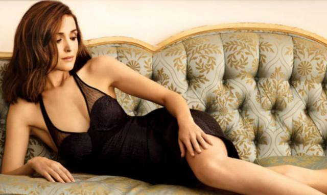 Rose Byrne hot cleavage pics (3)