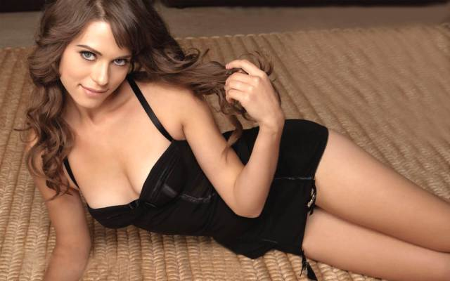 lyndsy-fonseca-lingerie-pictures