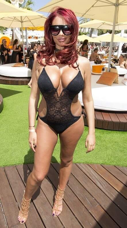 Amy Childs sexy cleavage pictures