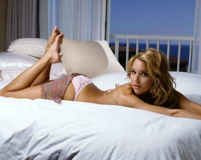 Arielle-Kebbel-awesome-butt