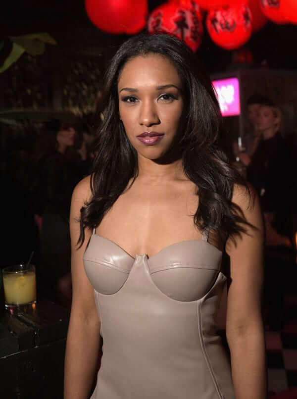 Candice Patton cleavage (2)