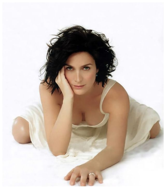 Carrie-Anne Moss hot cleavage pics