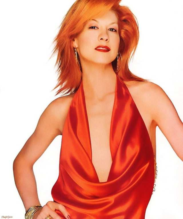 Jenna Elfman lovely