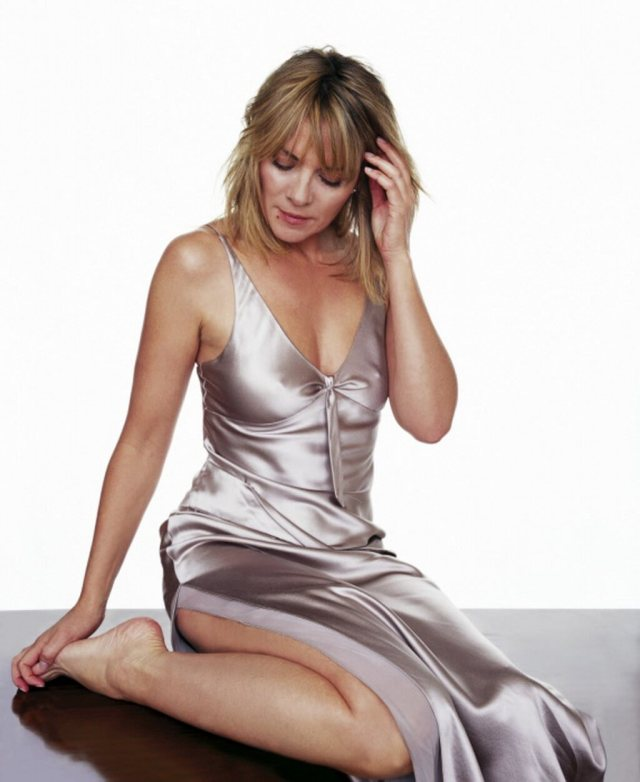 Kim Cattrall hot and sexy
