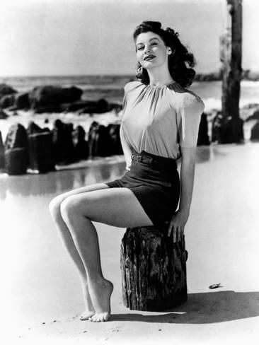 Lauren-Bacall-awesome-legs-pics