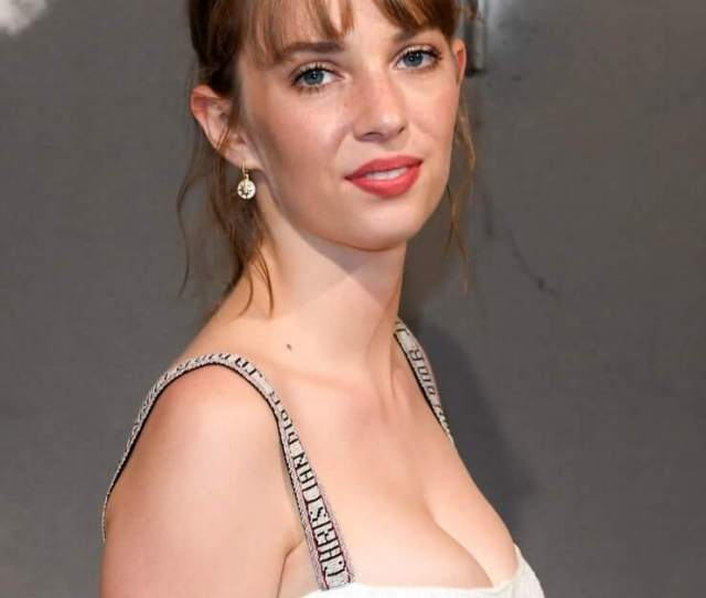 Hottest Maya Hawke Bikini Pictures Will Motivate You To Win Her