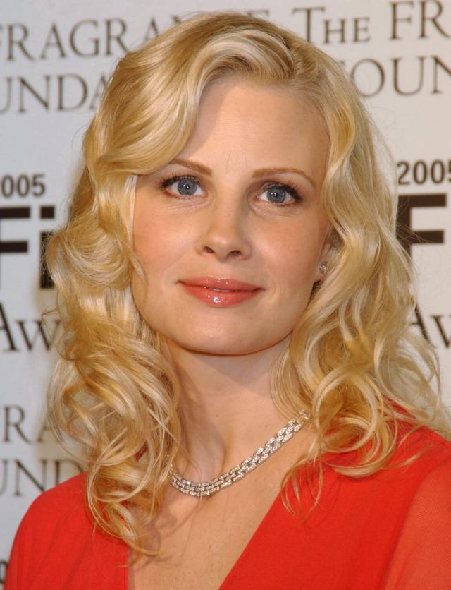 Monica-Potter-sexy-lady-picture