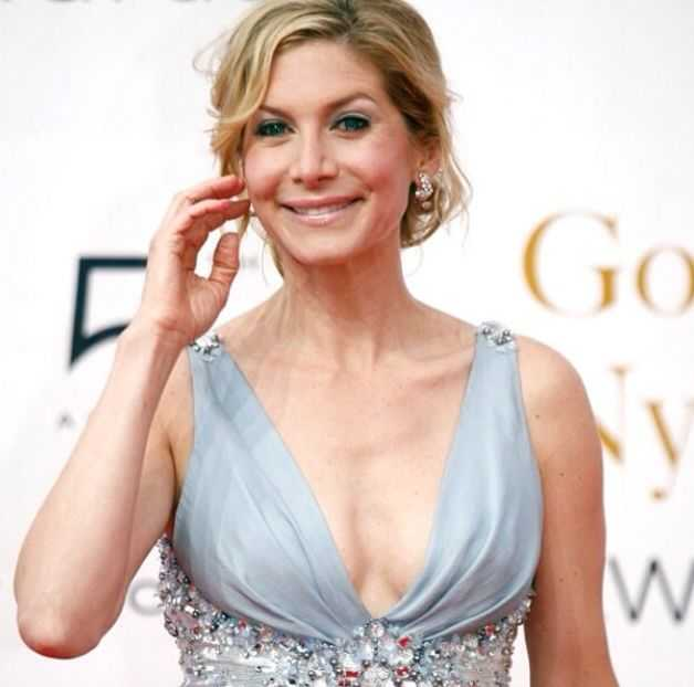 Elizabeth Mitchell hot (2)