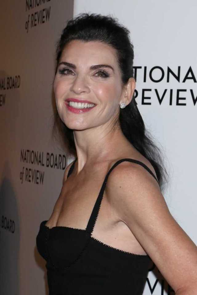 Julianna Margulies side boobs pics