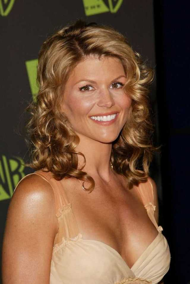 Lori Loughlin sexy cleavage (2)