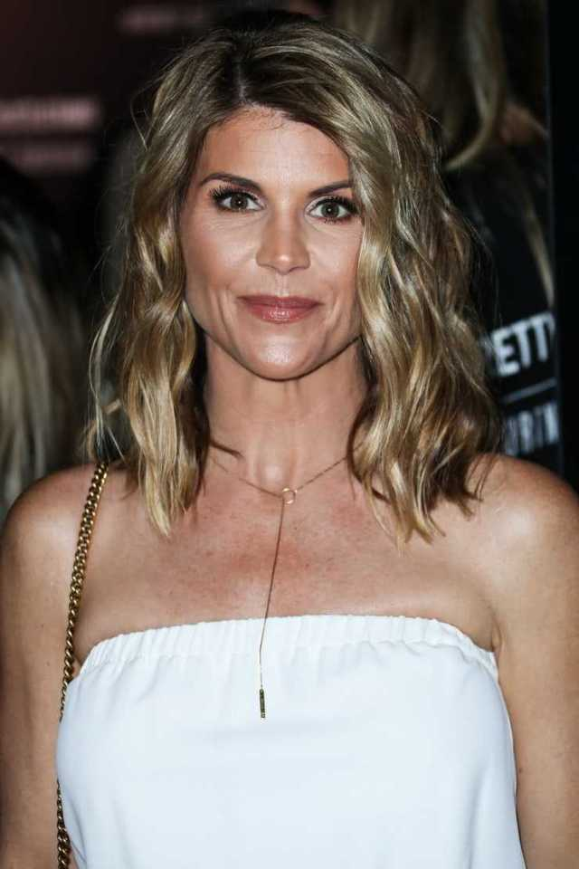 Lori Loughlin sexy photo (2)