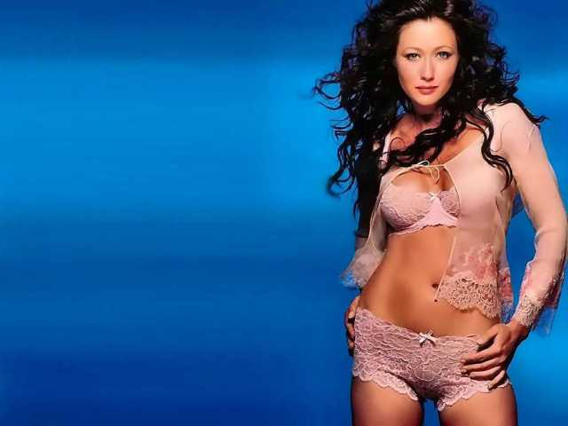 Shannen Doherty sexy pics