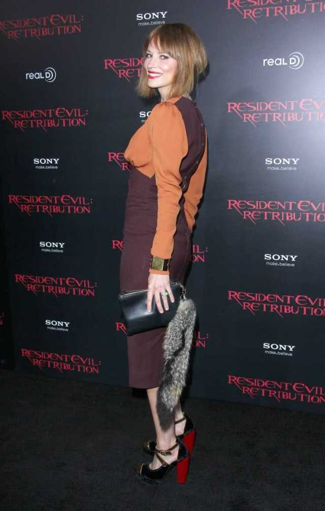 Sienna Guillory booty pics
