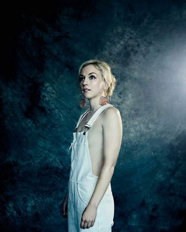 emily kinney hottie look
