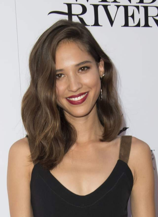 kelsey chow cleavage pic (1)