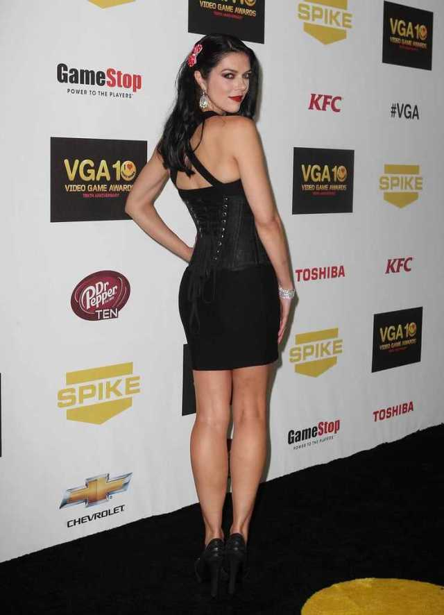 Adrianne Curry booty pics