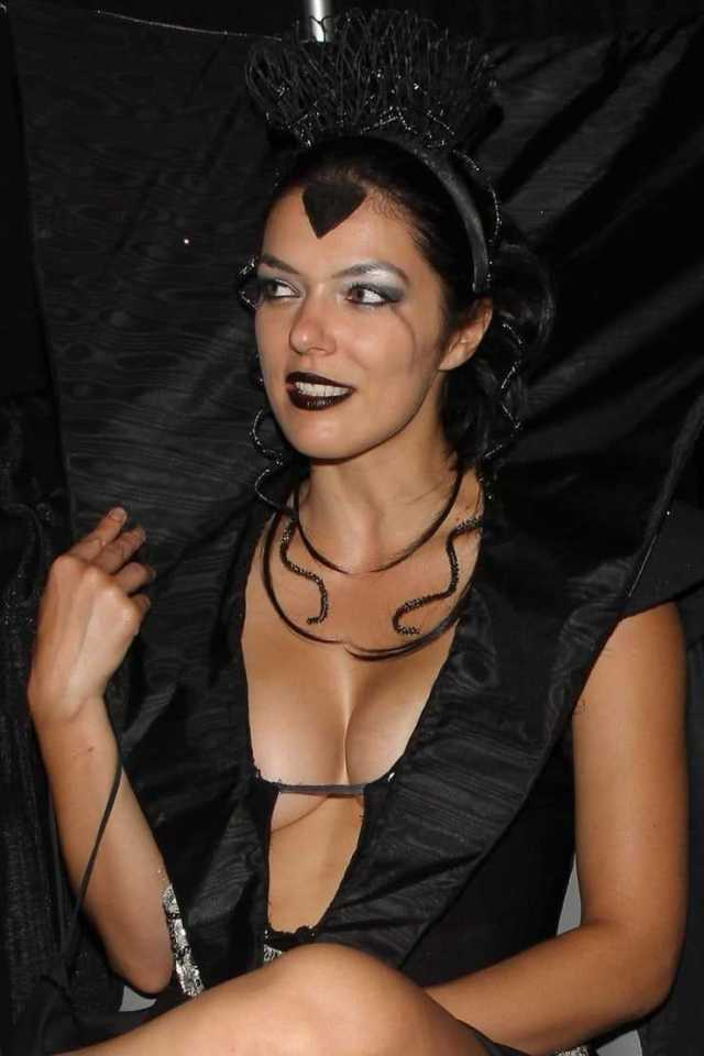 Adrianne Curry sexy look