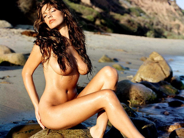 Kelly Brook hot pics