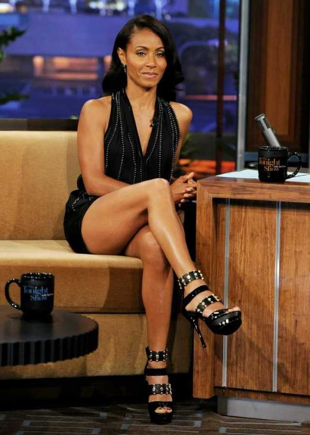 Jada Pinkett Smith hot thigh pics