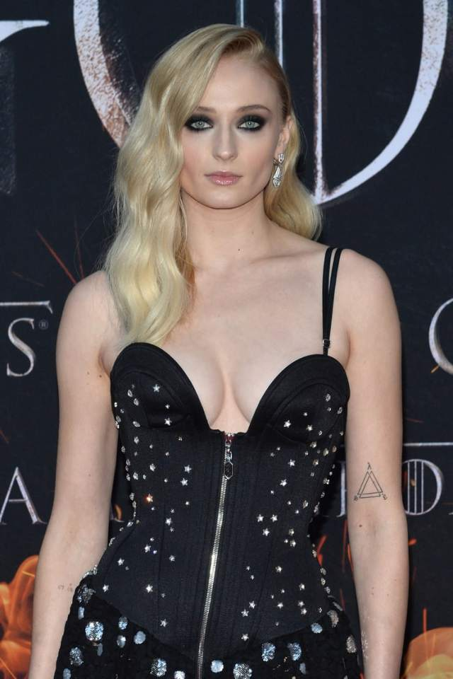 Sophie Turner busty pics