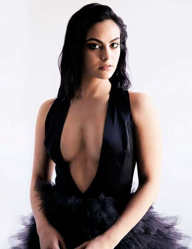 Camila Mendes sexy cleavage pics