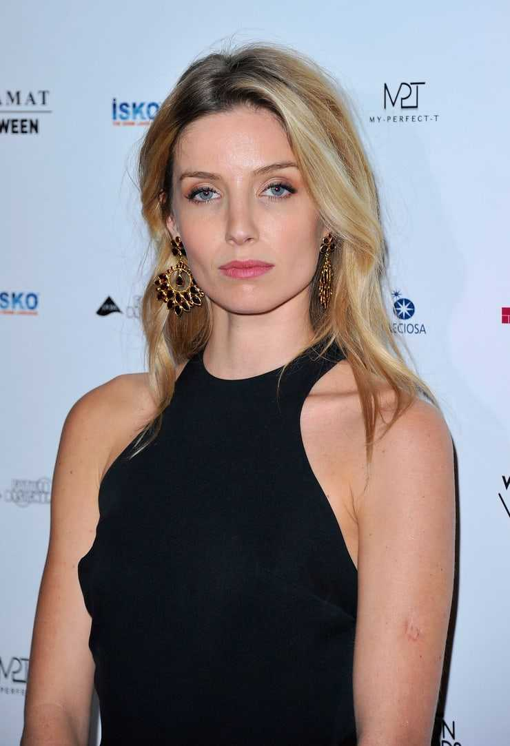 61 Sexy Annabelle Wallis Boobs Pictures Are Really Epic