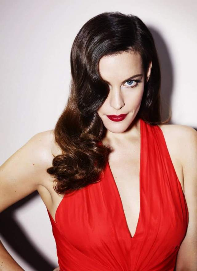 liv tyler sexy cleavage