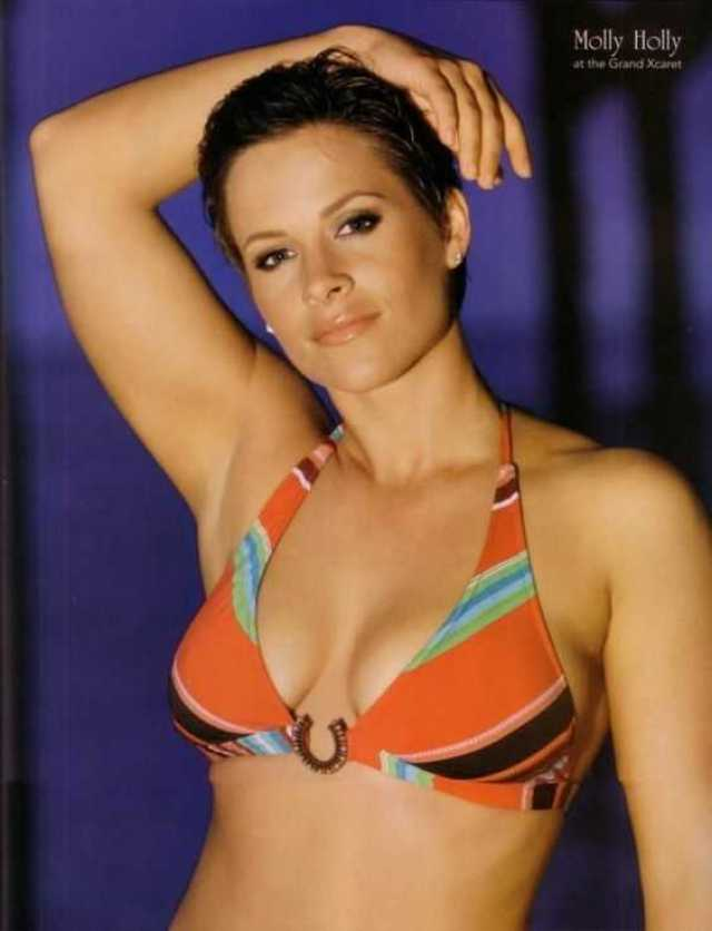 Molly Holly topless