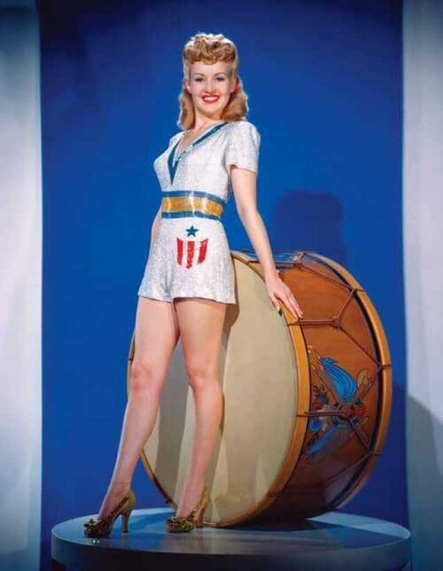Betty Grable side butt pics