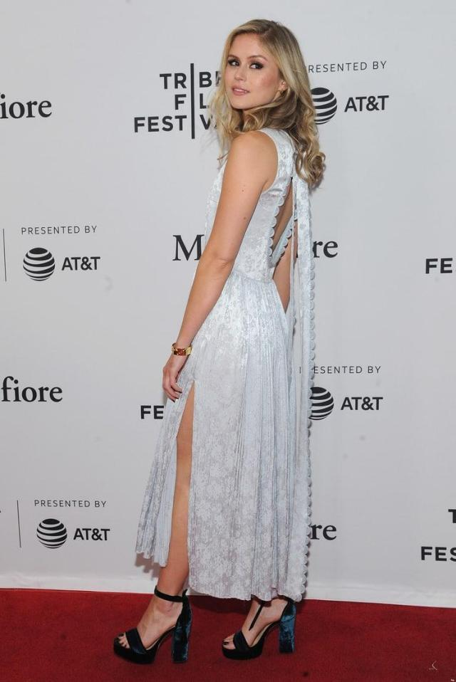 Erin Moriarty sexy side ass pics