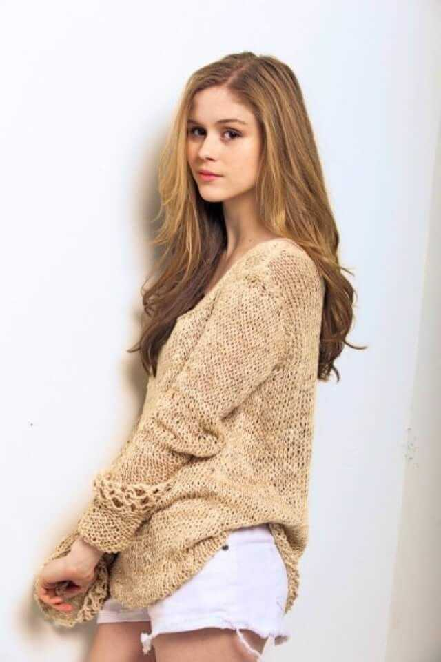Erin Moriarty side booty pics