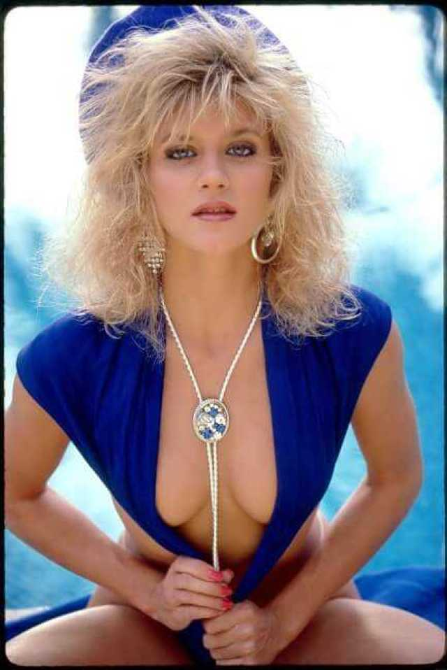 Ginger Lynn Allen cleavages pics