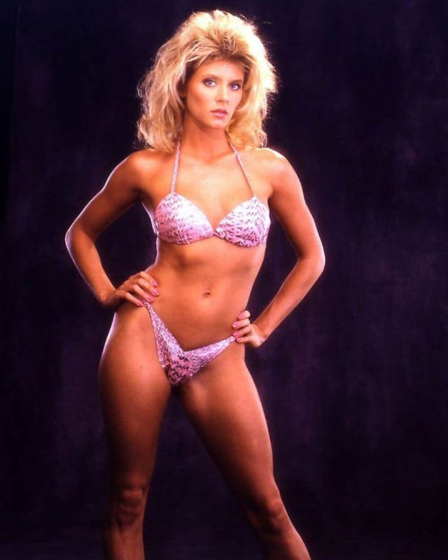Ginger Lynn Allen cleavages pictures