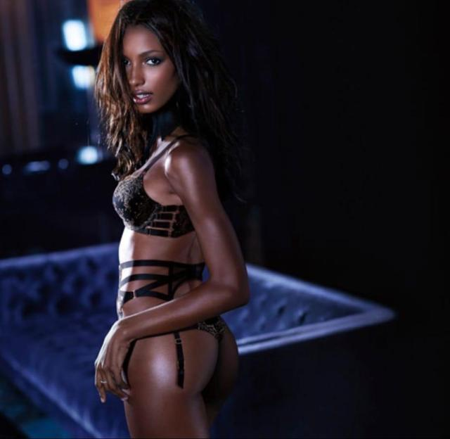 Jasmine Tookes sexy side ass pic