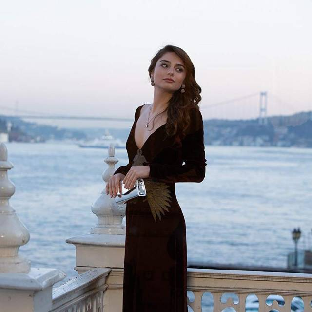 ayca aysin turan sexy pictures